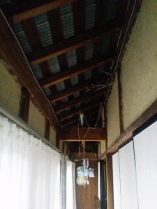 屋根の波トタン