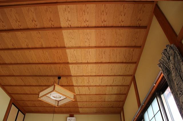 天井のシミをクリーニング