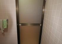 壊れた浴室ドアの簡単修理