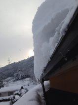 雪が落ちない屋根