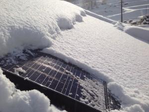 雪の中の太陽光電池