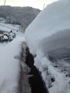 雪がおちない屋根材